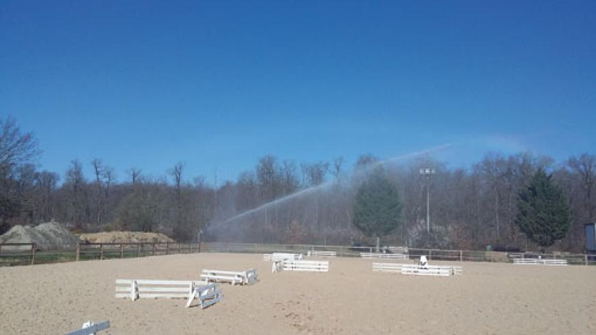 IRRIGATION NEEDS TO BE APPLIED DAILY, IN THE CORRECT AMOUNT AND UNIFORMLY OVER THE WHOLE ARENA, THE SAND HAVING THE DISTINCTIVE FEATURE OF BEING VERY DRY AND VERY VOLATILE, CREATING A DUSTY ATMOSPHERE THAT IS ANNOYING FOR THE HORSES AND RIDERS.